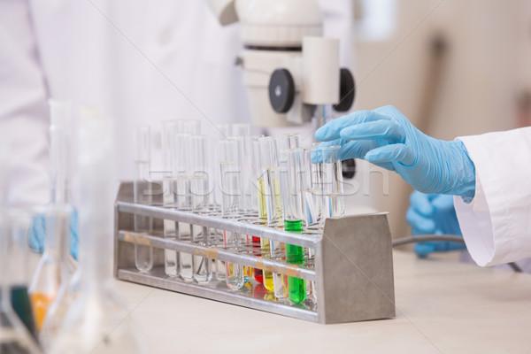 Wetenschappers onderzoeken kleurrijk test laboratorium Stockfoto © wavebreak_media