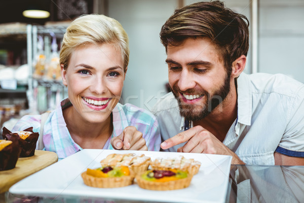 Aranyos pár randevú mutat gyümölcs pite Stock fotó © wavebreak_media