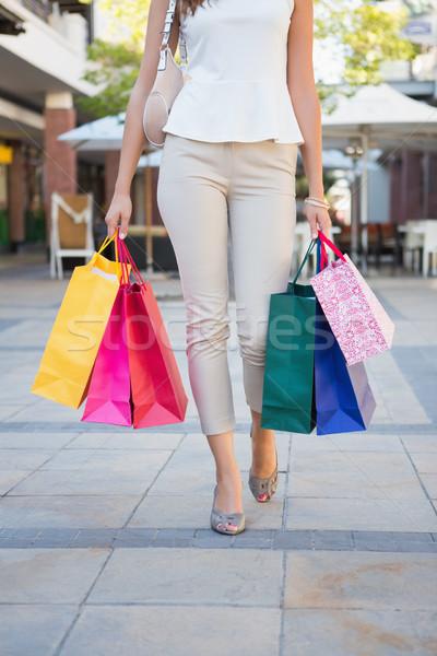 Nő sétál bevásárlótáskák vásárlás női vásárló Stock fotó © wavebreak_media