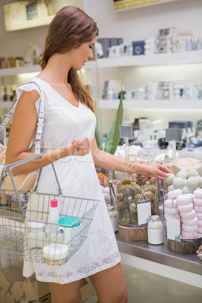 женщину корзина мыло салон красоты торговых Сток-фото © wavebreak_media
