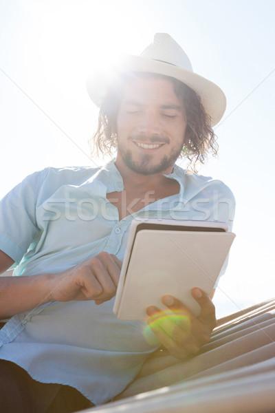 человека расслабляющая гамак цифровой таблетка пляж Сток-фото © wavebreak_media