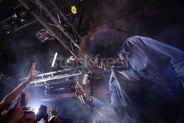 énekes előad színpad éjszakai klub nő zene Stock fotó © wavebreak_media