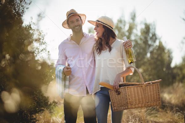 Wesoły para oliwy gospodarstwa Zdjęcia stock © wavebreak_media