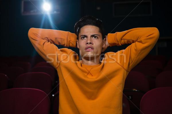 Concentrato uomo guardare film teatro film Foto d'archivio © wavebreak_media