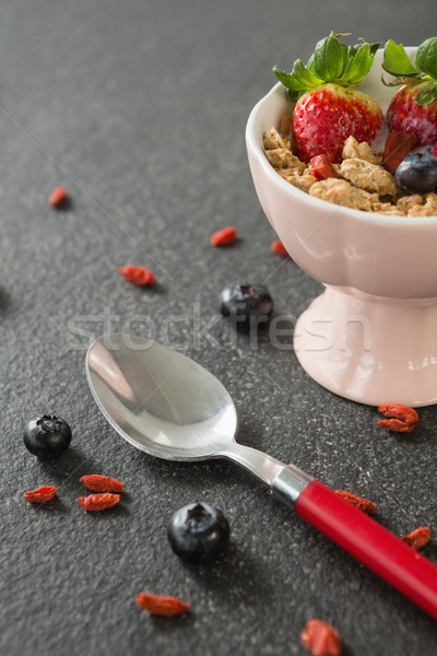 Tazón desayuno cereales frutas cuchara negro Foto stock © wavebreak_media