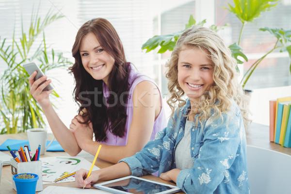 Portrait souriant équipe commerciale technologie séance bureau Photo stock © wavebreak_media