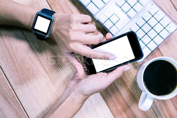 Feminine Hände Smartphone Kaffee Tastatur Tabelle Stock foto © wavebreak_media