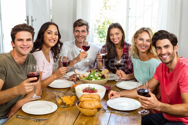 Portret szczęśliwy znajomych kieliszki do wina obiad Zdjęcia stock © wavebreak_media