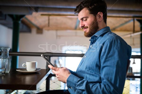 男 携帯電話 レストラン 電話 表 ストックフォト © wavebreak_media