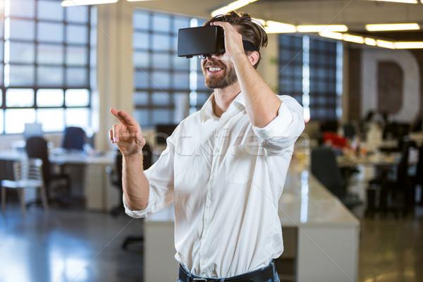 Biznesmen uśmiechnięty faktyczny rzeczywistość człowiek korporacyjnych Zdjęcia stock © wavebreak_media