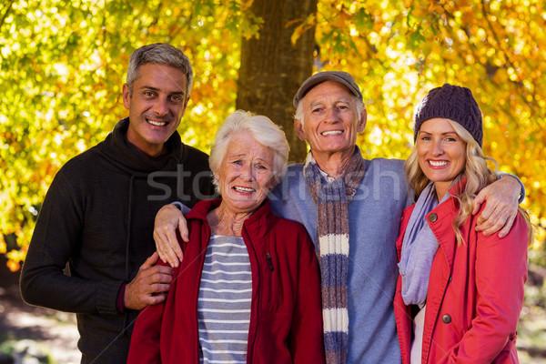 Photo stock: Portrait · famille · heureuse · permanent · parc · arbre · homme