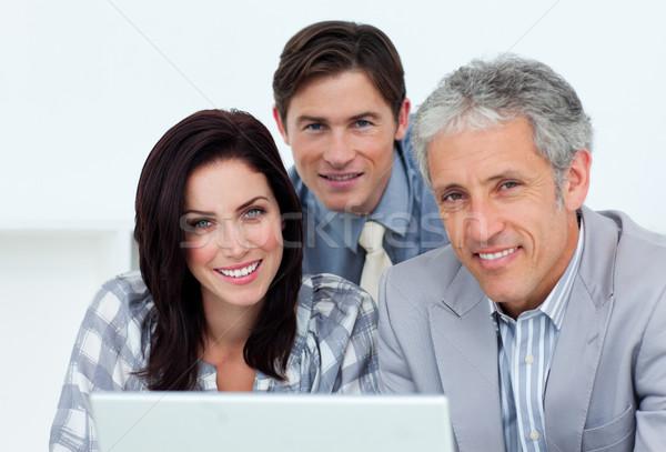 Karizmatikus üzletemberek dolgozik számítógép iroda boldog Stock fotó © wavebreak_media