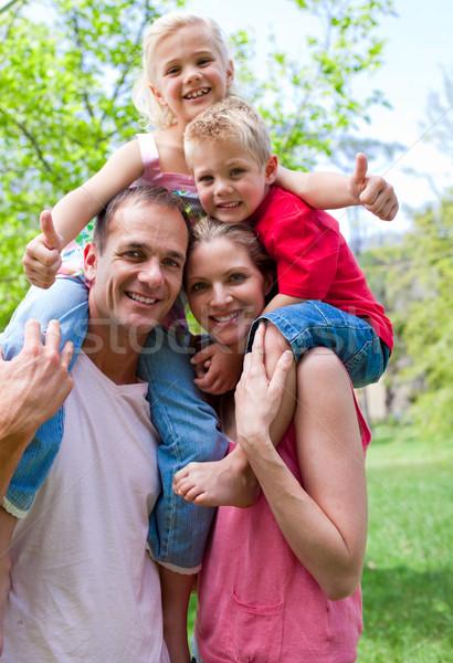 Sorridente pais crianças piggyback sorrir homem Foto stock © wavebreak_media