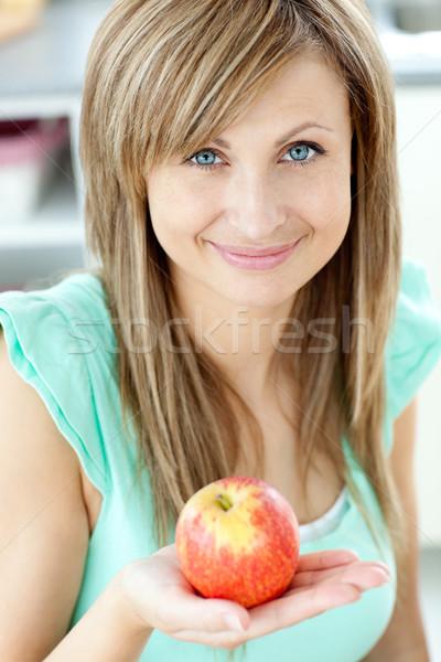Foto stock: Retrato · bela · mulher · maçã · olhando · câmera