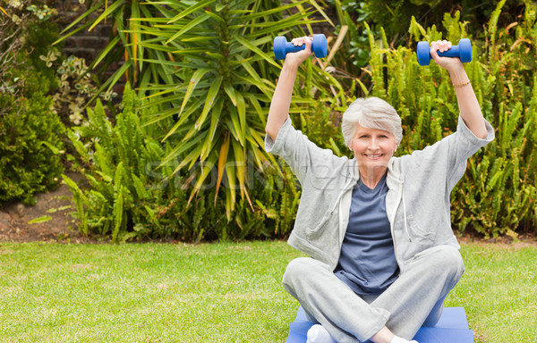 Pensione donna giardino salute parco femminile Foto d'archivio © wavebreak_media