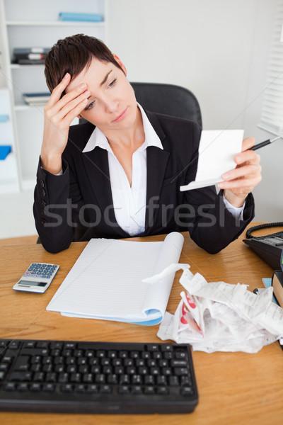 Portret poważny księgowy biuro kobieta papieru Zdjęcia stock © wavebreak_media