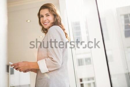 Mulher sessão sofá câmera moda Foto stock © wavebreak_media