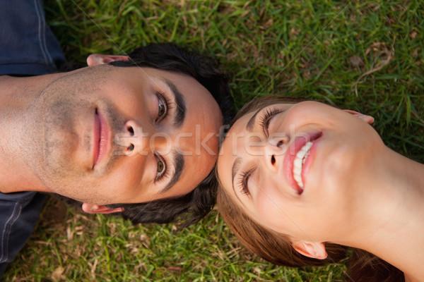 Primo piano due amici sorridere guardando altro Foto d'archivio © wavebreak_media