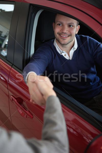 Homem mulher carro mãos vermelho Foto stock © wavebreak_media