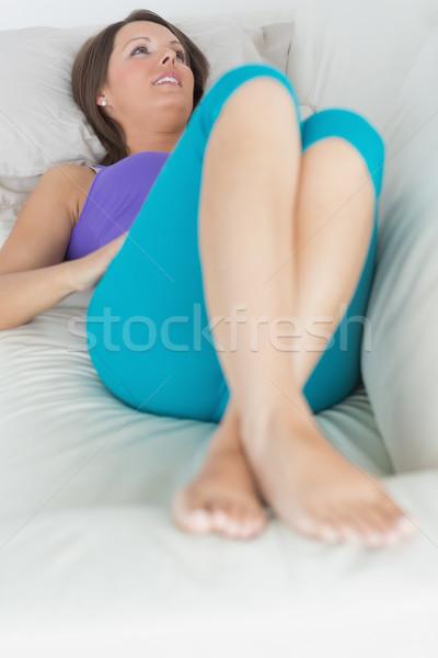 Gelukkig vrouw sofa woonkamer vrouwelijke Stockfoto © wavebreak_media