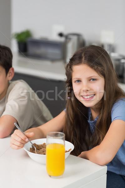 Portré kettő mosolyog testvérek élvezi reggeli Stock fotó © wavebreak_media