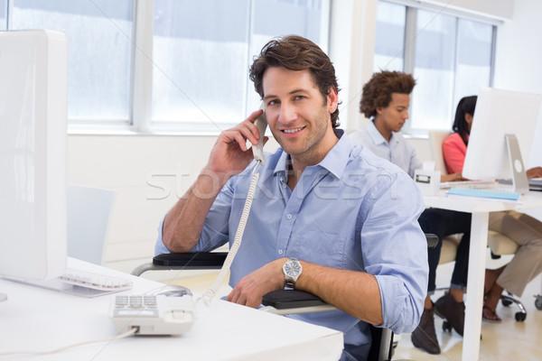 Lezser üzletember tolószék dolgozik asztal telefon Stock fotó © wavebreak_media