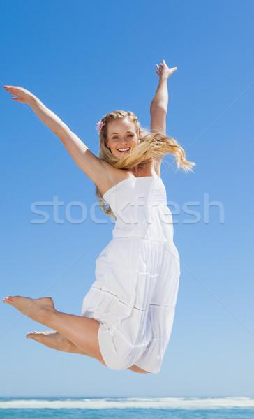 Ziemlich unbeschwert springen lächelnd Kamera Stock foto © wavebreak_media