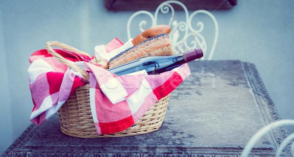 Piknik sepeti ekmek tablo dışında piknik Stok fotoğraf © wavebreak_media