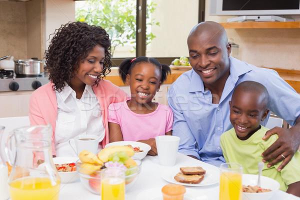 Gelukkig gezin ontbijt samen ochtend home keuken Stockfoto © wavebreak_media
