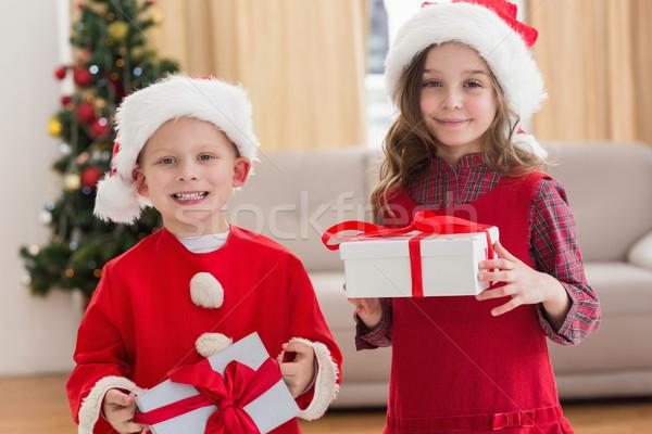 Piccolo fratelli apertura regalo home Foto d'archivio © wavebreak_media