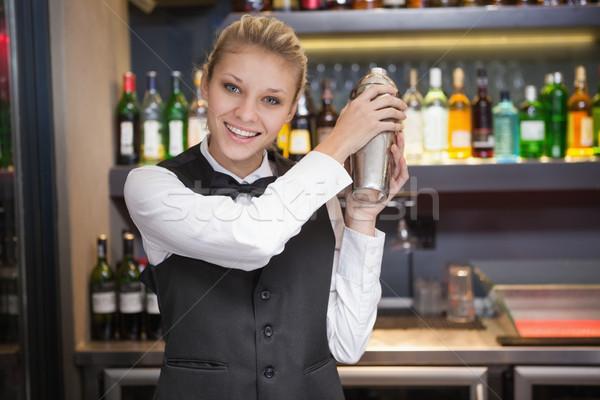 Bella cameriera cocktail bar bere Foto d'archivio © wavebreak_media