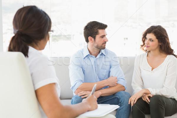 Para posiedzenia sofa mówić terapeuta biuro Zdjęcia stock © wavebreak_media