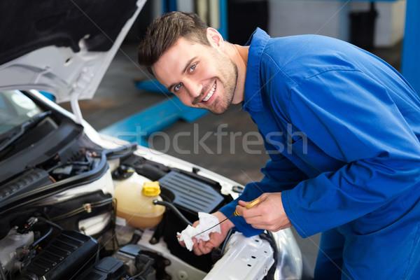 Szerelő tesztelés olaj autó autójavítás garázs Stock fotó © wavebreak_media