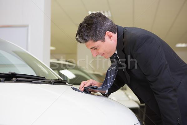 Nettoyage tache cravate nouvelle voiture salle d'exposition Photo stock © wavebreak_media