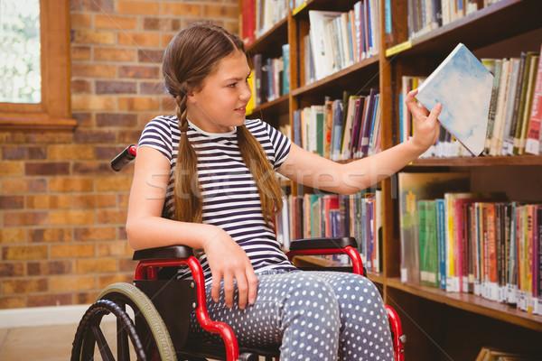 Fille fauteuil roulant livre bibliothèque cute Photo stock © wavebreak_media