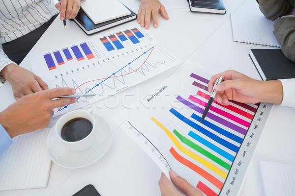 équipe commerciale graphique à barres graphiques bureau femme homme Photo stock © wavebreak_media