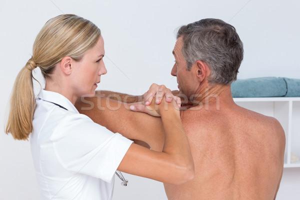 医師 調べる 患者 肩 医療 オフィス ストックフォト © wavebreak_media