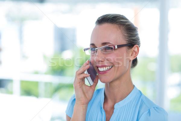 Mosolyog üzletasszony telefonbeszélgetés iroda nő boldog Stock fotó © wavebreak_media