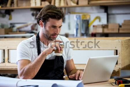 портрет склад менеджера ноутбука сидят столе Сток-фото © wavebreak_media