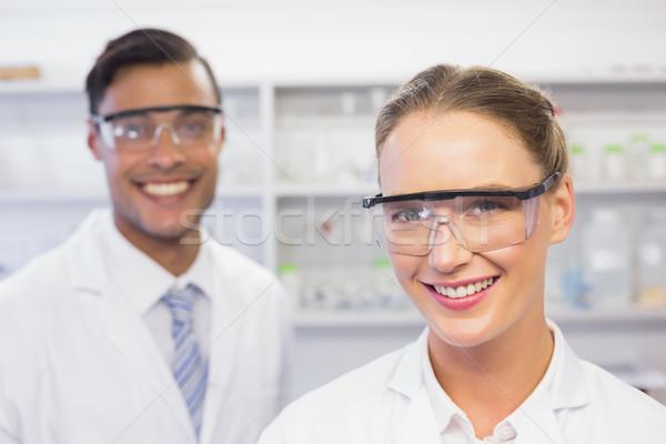 улыбаясь глядя камеры лаборатория женщину Сток-фото © wavebreak_media