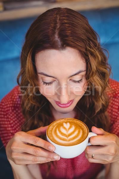 случайный брюнетка питьевой кофе кофейня женщину Сток-фото © wavebreak_media