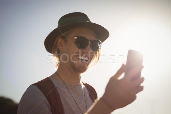 Radosny człowiek telefonu uśmiechnięty młody człowiek niebo Zdjęcia stock © wavebreak_media