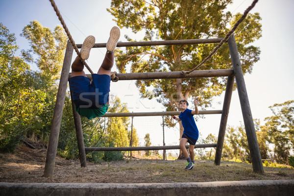 Fiúk kötél akadályfutás csizma tábor gyermek Stock fotó © wavebreak_media