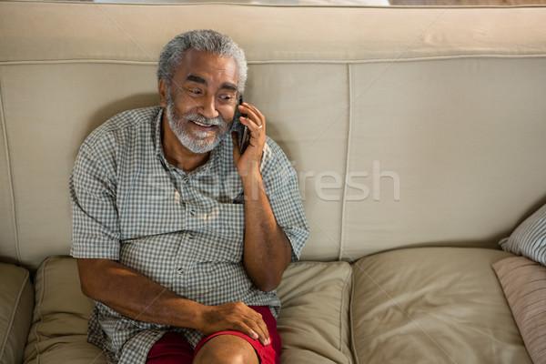 старший человека говорить мобильного телефона гостиной домой Сток-фото © wavebreak_media