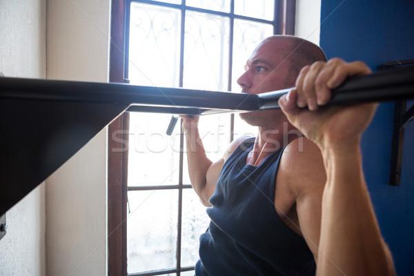 Mężczyzna sportowiec bar okno Zdjęcia stock © wavebreak_media