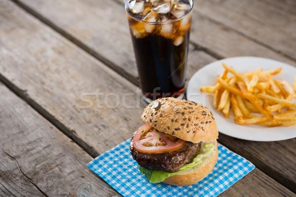 Hamburger szalvéta sültkrumpli asztal ital magasról fotózva Stock fotó © wavebreak_media