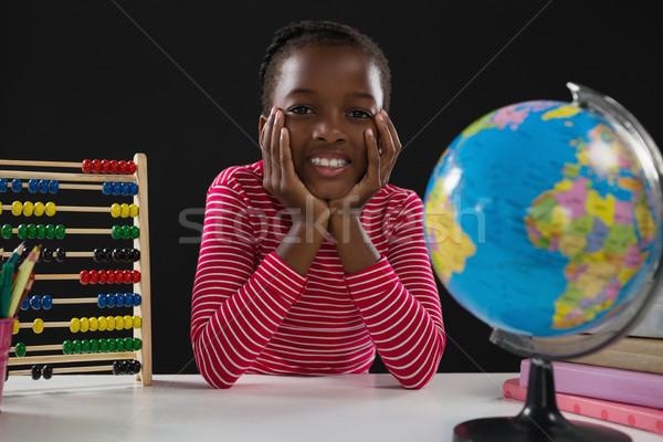 Lächelnd Schüler Sitzung schwarz Porträt Buch Stock foto © wavebreak_media
