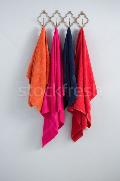 Colorido toallas colgante gancho blanco pared Foto stock © wavebreak_media
