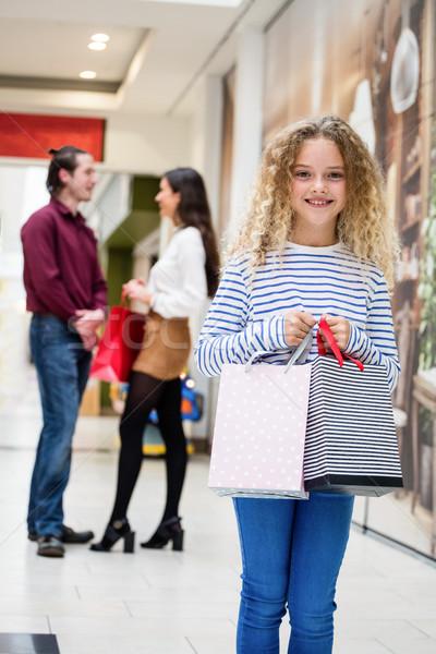 Happy girl centrum torbę na zakupy rodziców Zdjęcia stock © wavebreak_media