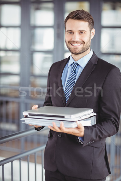 Jeunes affaires portable documents bureau portrait Photo stock © wavebreak_media